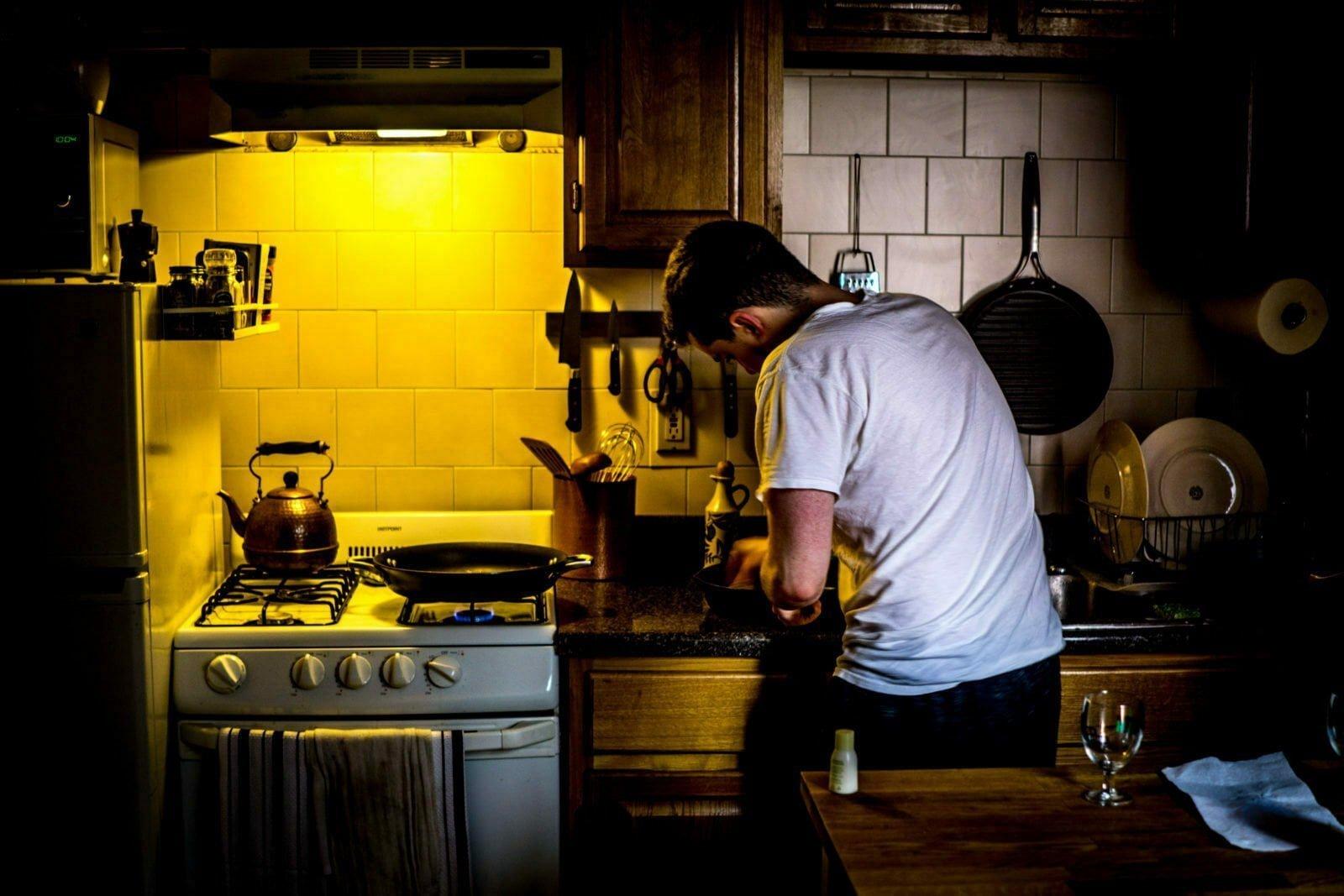 Cocinar en el interior del hogar sin llenarlo de humo
